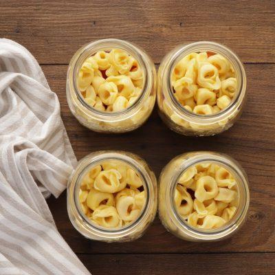 Jar Salad with Tortellini recipe - step 2