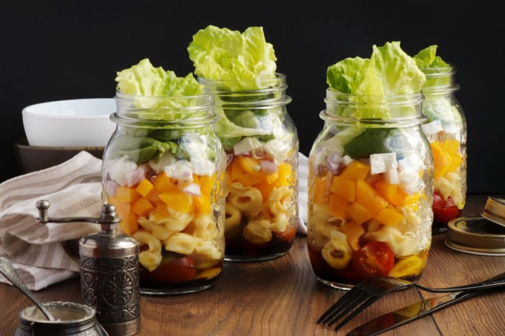 How to serve Jar Salad with Tortellini