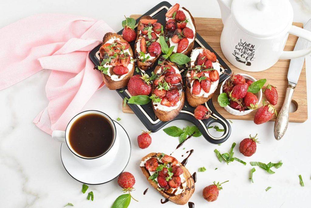 Strawberry Balsamic Bruschetta Recipes–Homemade Strawberry Balsamic Bruschetta–Easy Strawberry Balsamic Bruschetta