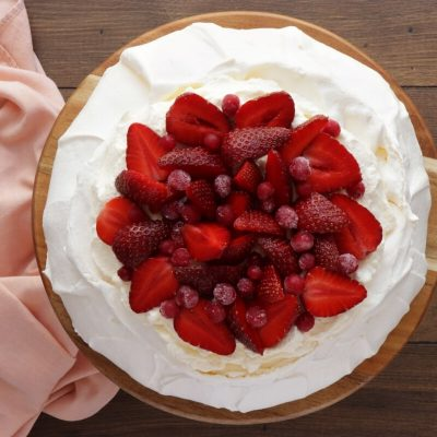 Strawberry Pavlova recipe - step 8