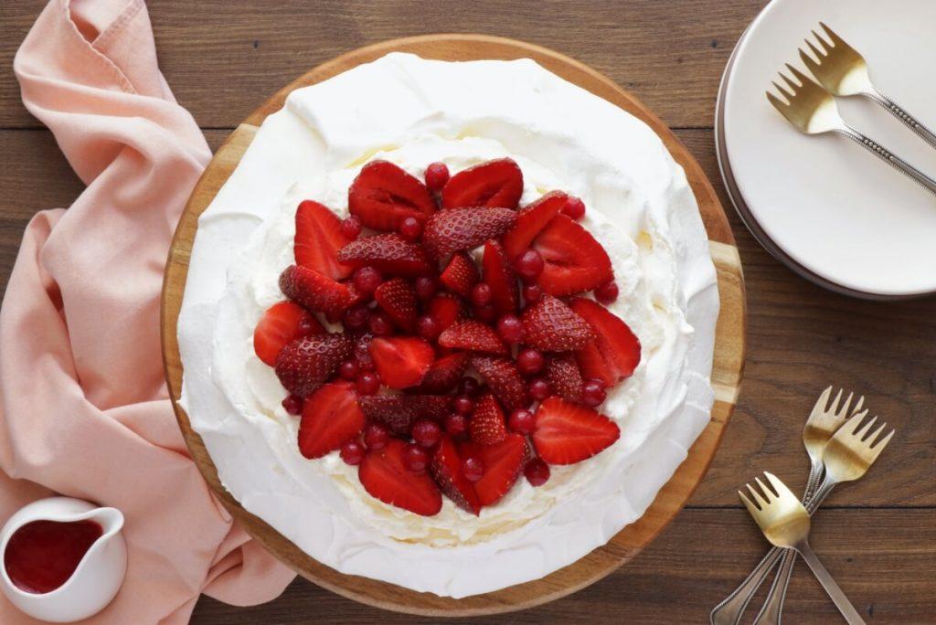 How to serve Strawberry Pavlova