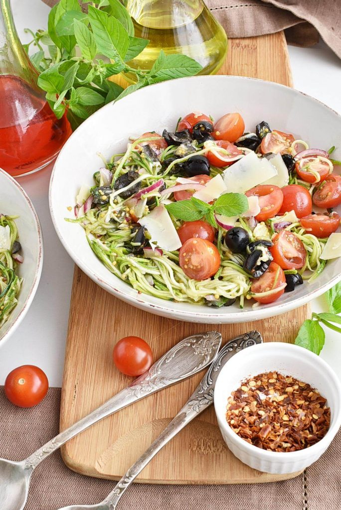 Healthy zoodle salad