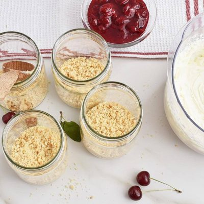 Cherry Cheesecake Dessert Jar recipe - step 3