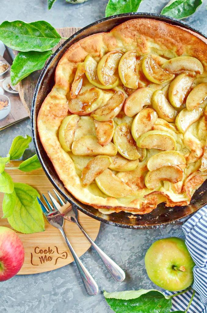 Baked pancake with apples