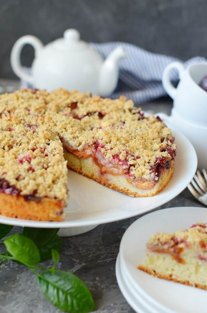 Cake with a crunchy topping