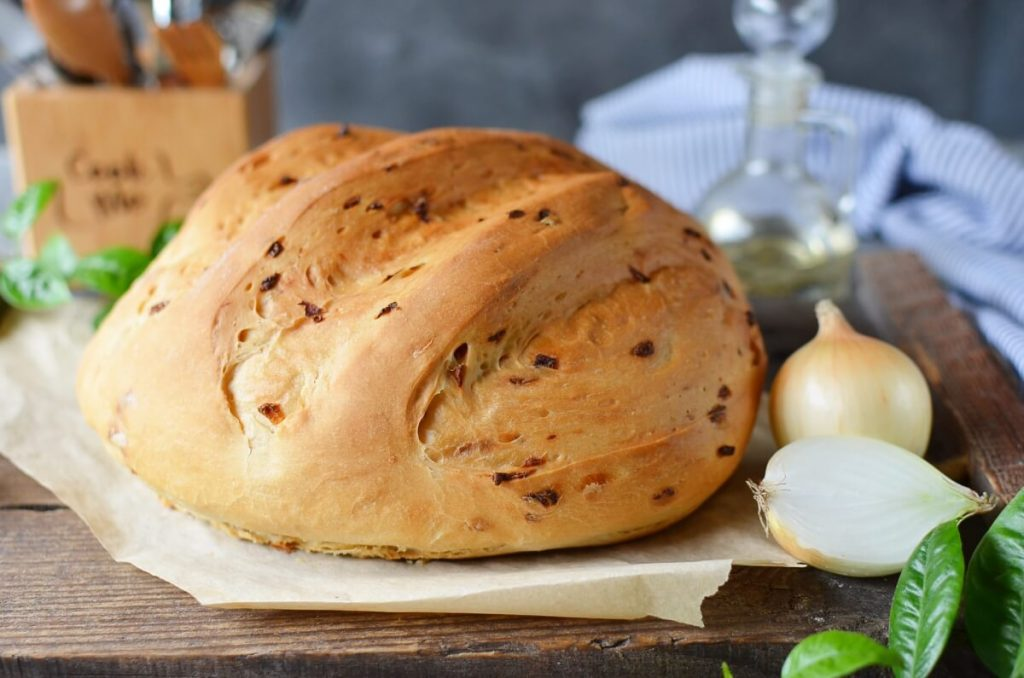 How to serve Homemade Onion Bread