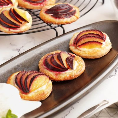 Mini Plum Tartlets Recipe-Easy Mini Plum Tarts-Easy Mini Plum Tarts Recipe With Puff Pastry