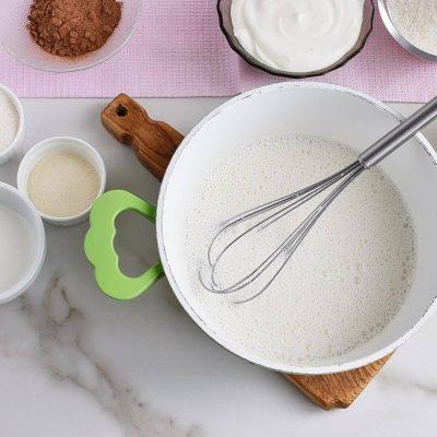 Ptichye Moloko (Bird's Milk) recipe - step 1