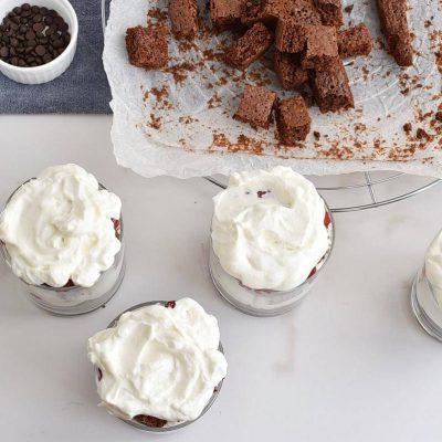 Raspberry Brownie Cheesecake Trifles recipe - step 6