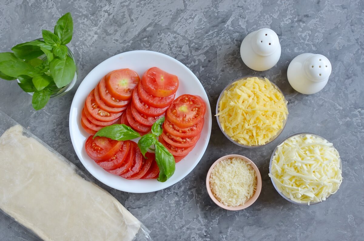 Ingridiens for Tomato Tart with Three Cheeses
