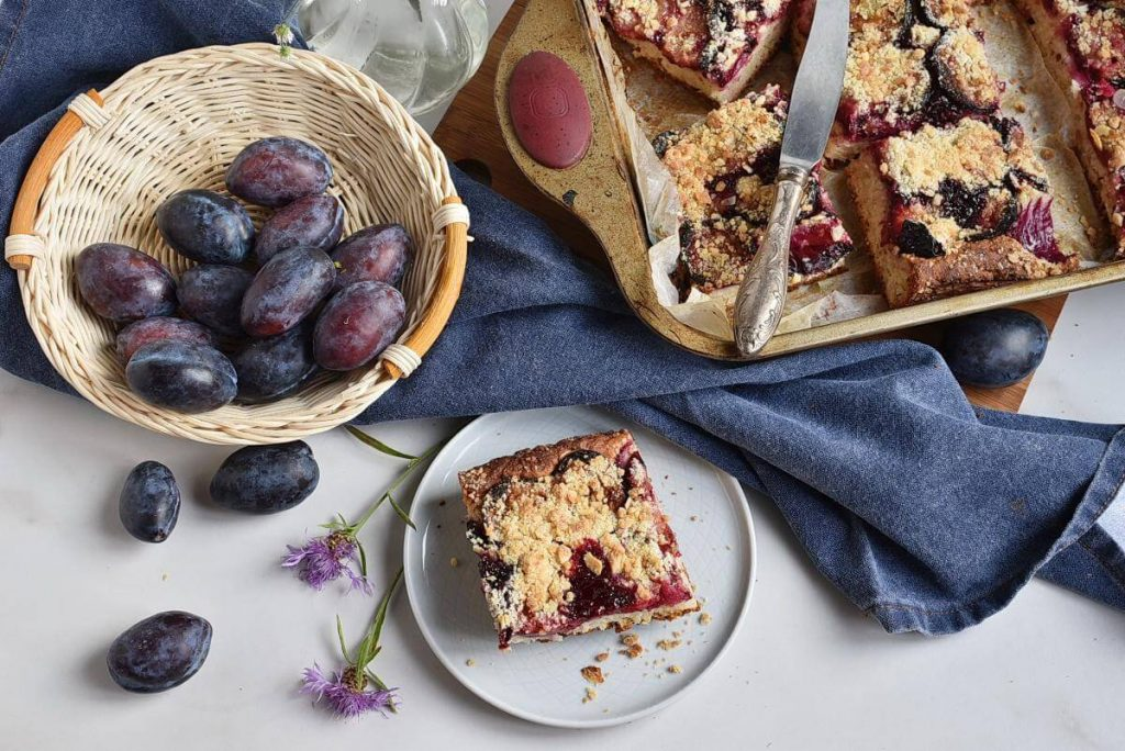 How to serve German Damson Plum Cake