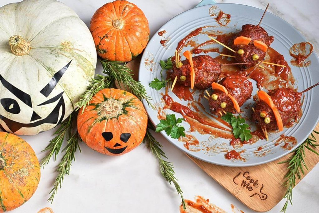 How to serve Halloween Bloody Baked Rats