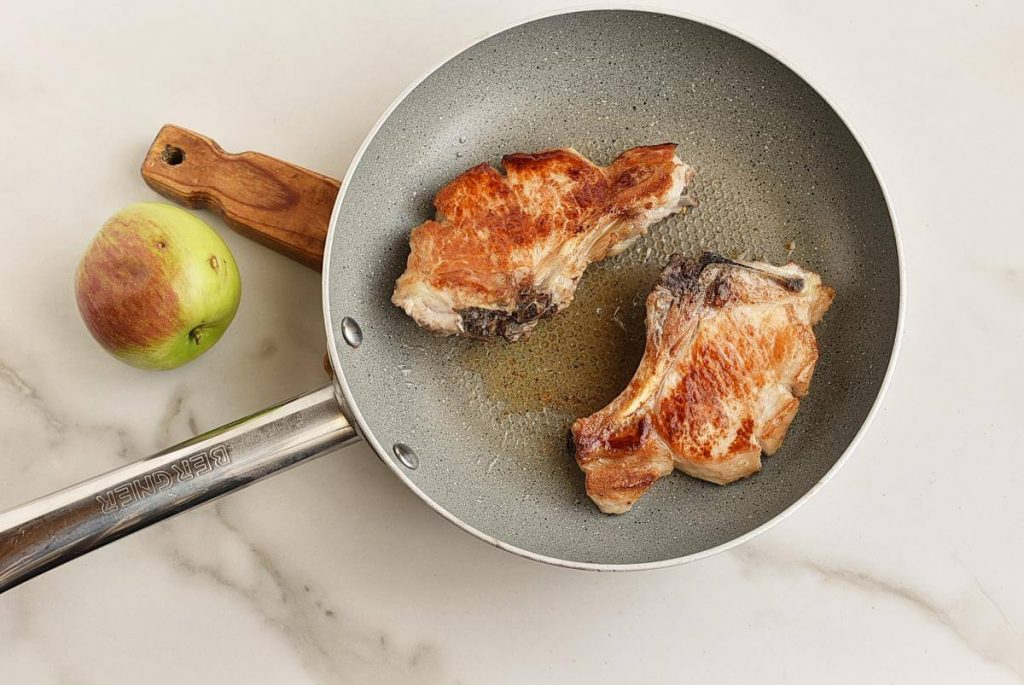 Pork Chops and Apples recipe - step 4