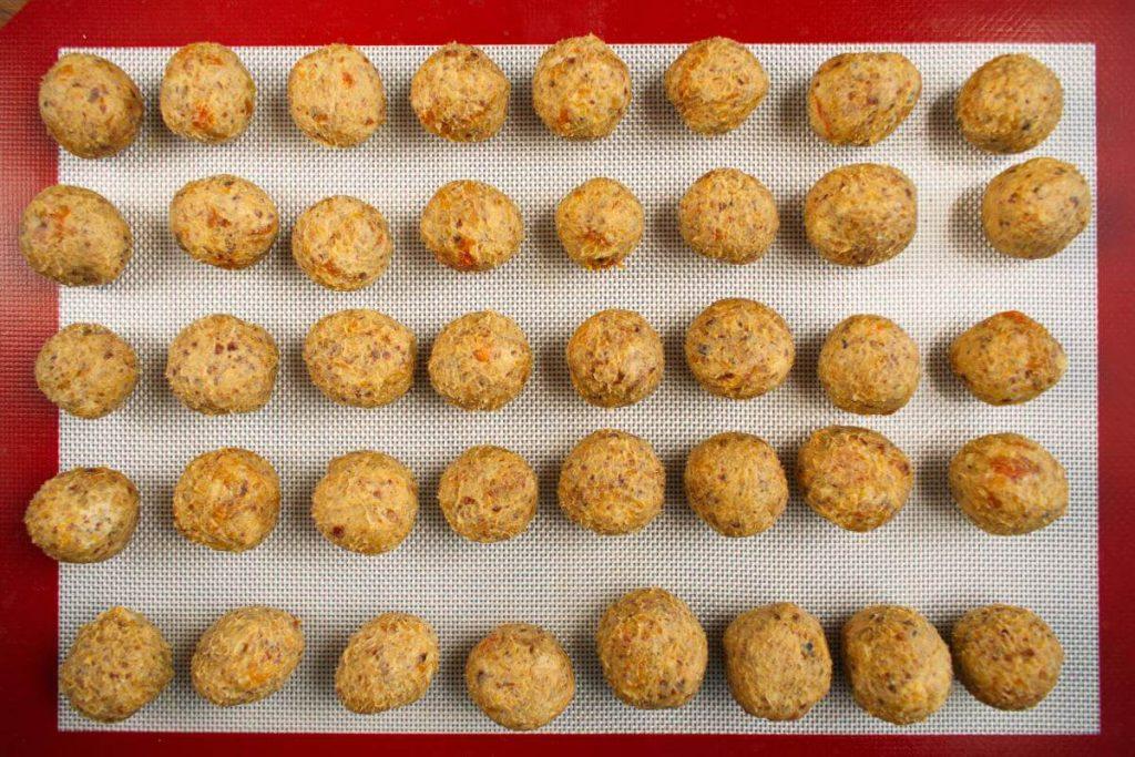 White Chocolate and Dried Fruit Truffles recipe - step 5