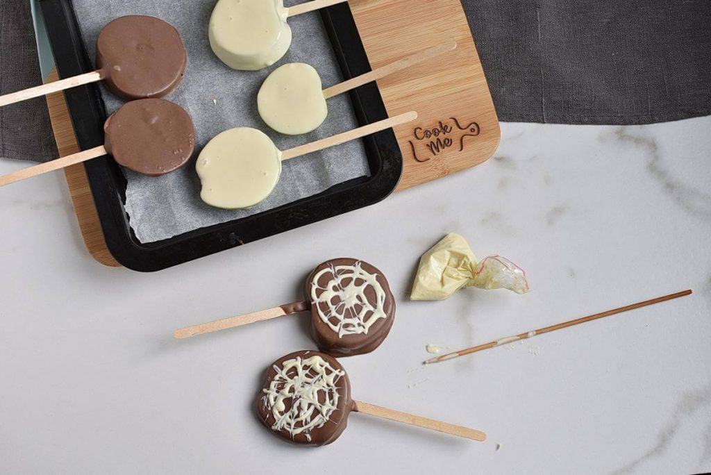 Apple Spider Web Pops recipe - step 8