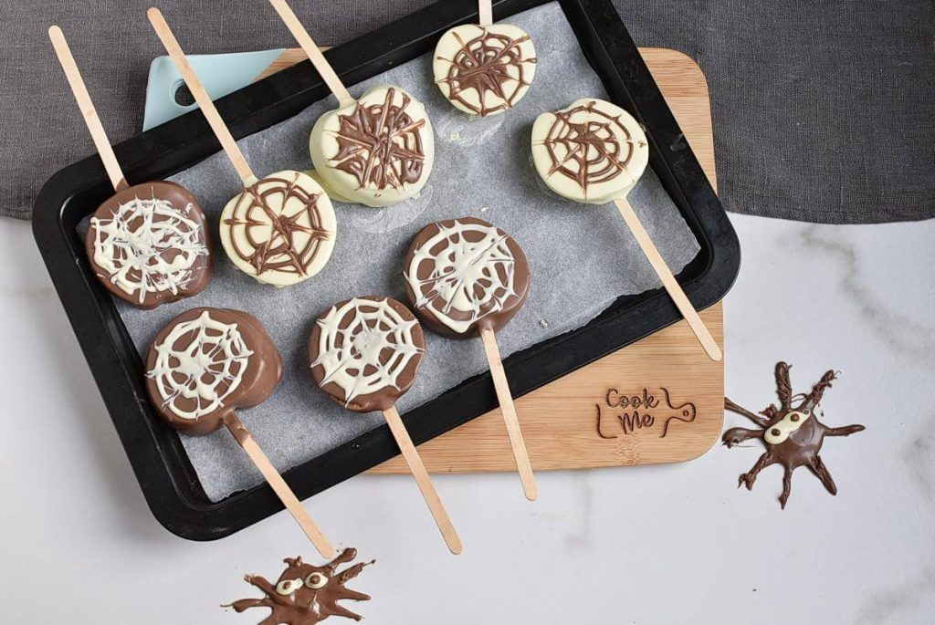 How to serve Apple Spider Web Pops