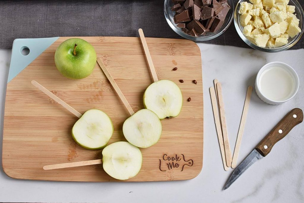 Apple Spider Web Pops recipe - step 3