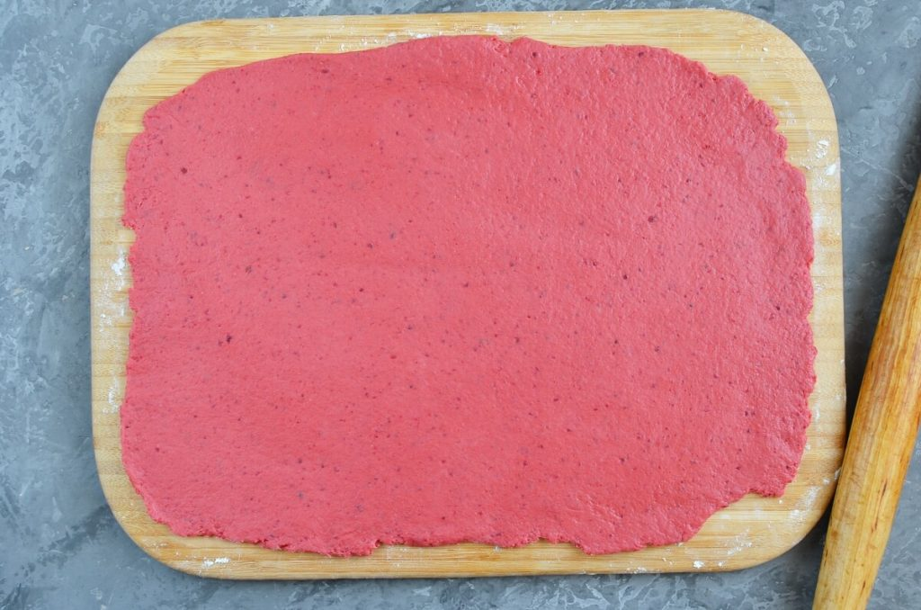 Beet and Cheddar Crackers recipe - step 7