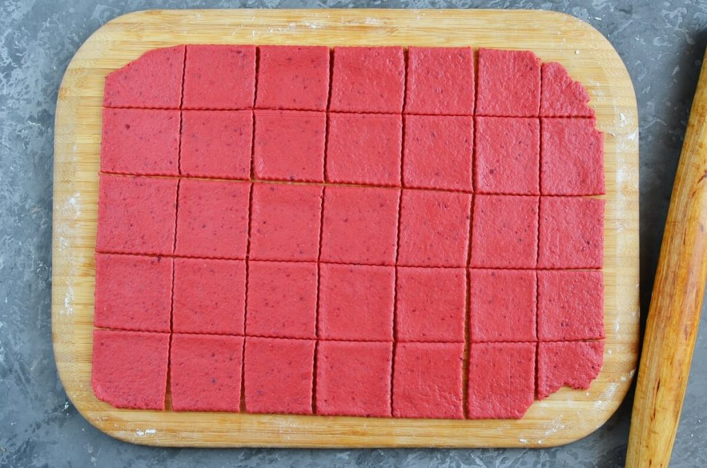 Beet and Cheddar Crackers recipe - step 8