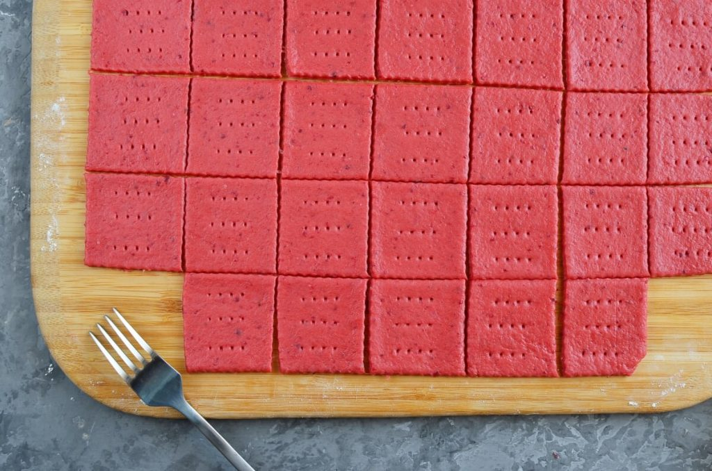Beet and Cheddar Crackers recipe - step 9