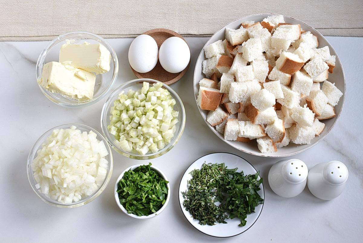 Ingridiens for Classic Traditional Thanksgiving Stuffing