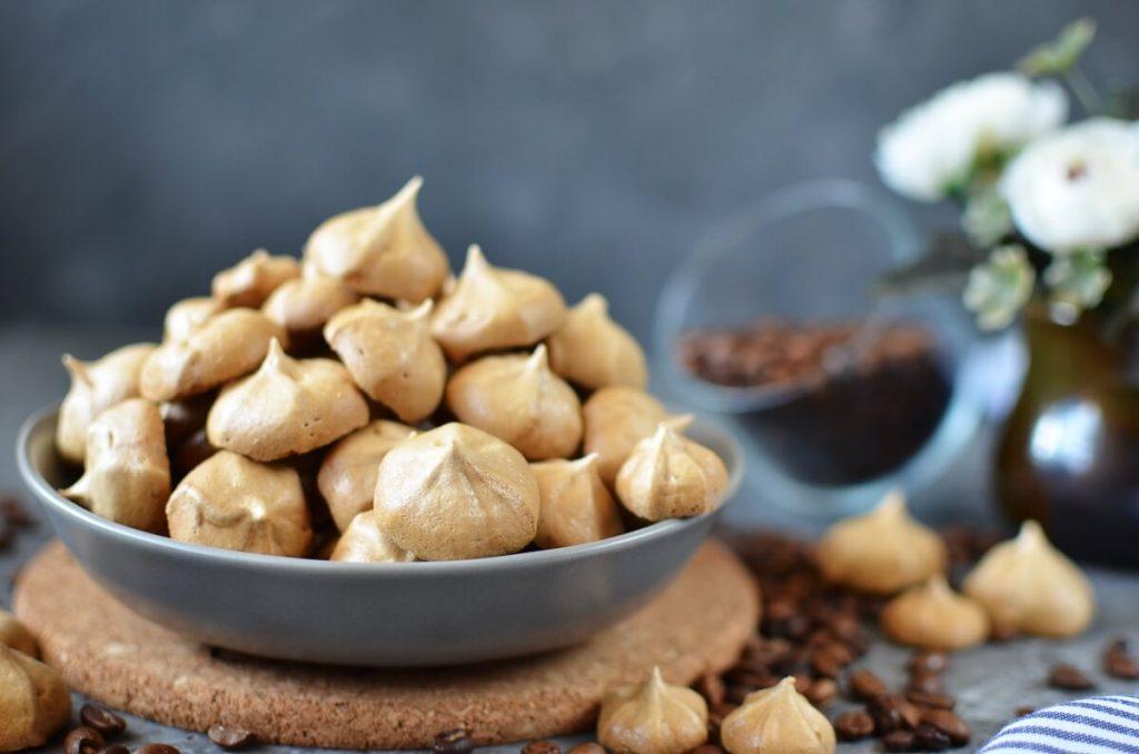 How to serve Coffee Meringues