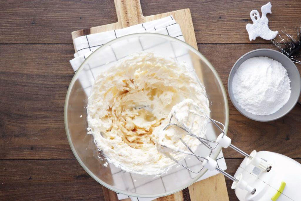 Easy Halloween Cupcakes recipe - step 7