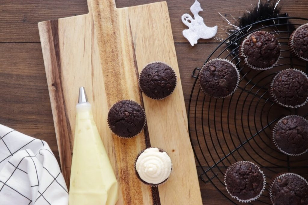 Easy Halloween Cupcakes recipe - step 8