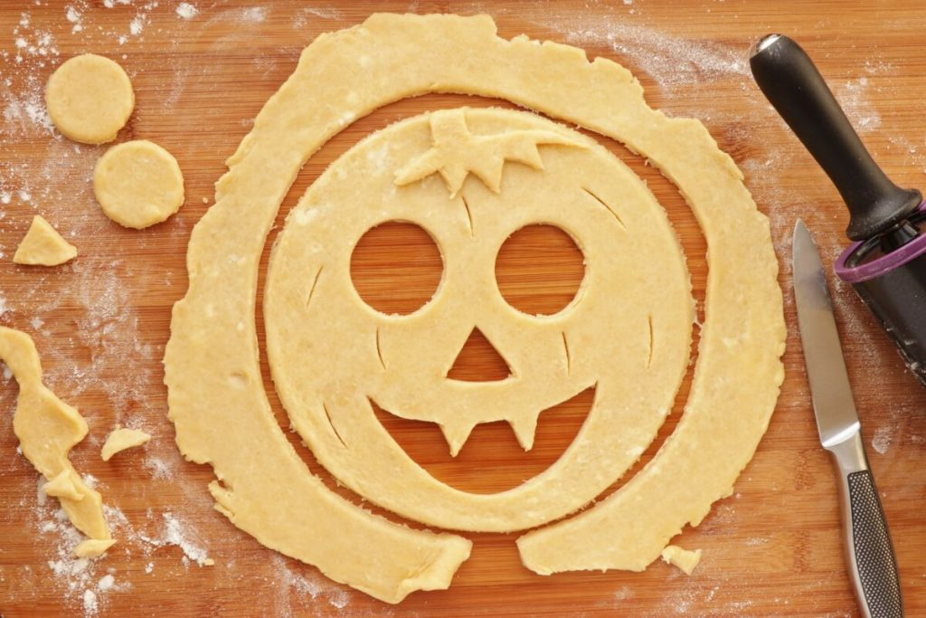 Pumpkin Cut-Out Pie recipe - step 8