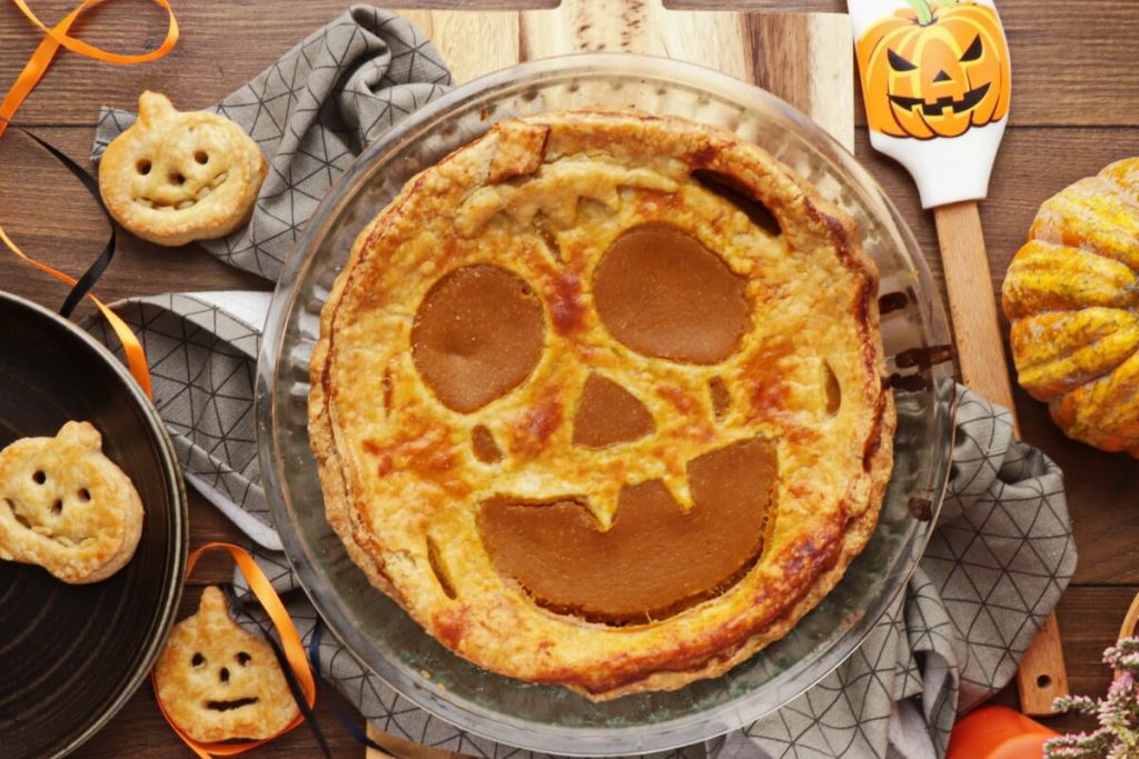 How to serve Pumpkin Cut-Out Pie