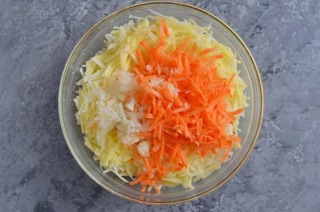 Quick Potato and Carrot Latkes recipe - step 3