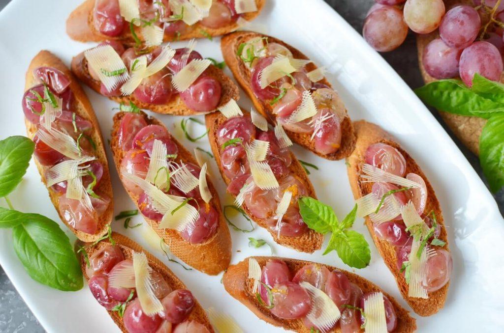 How to serve Roasted Grape Crostini