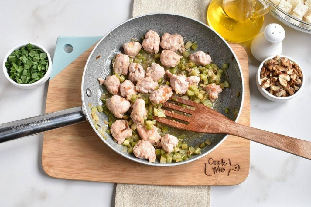 Sausage, Apple, and Walnut Stuffing recipe - step 4