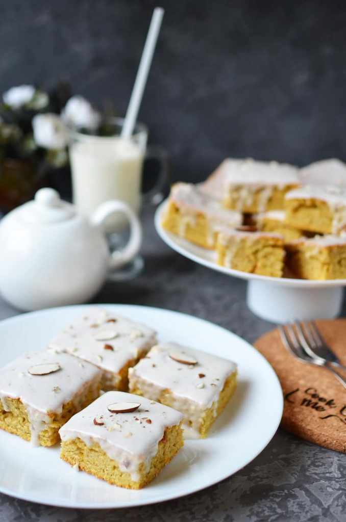 Spiced bars with cream cheese frosting