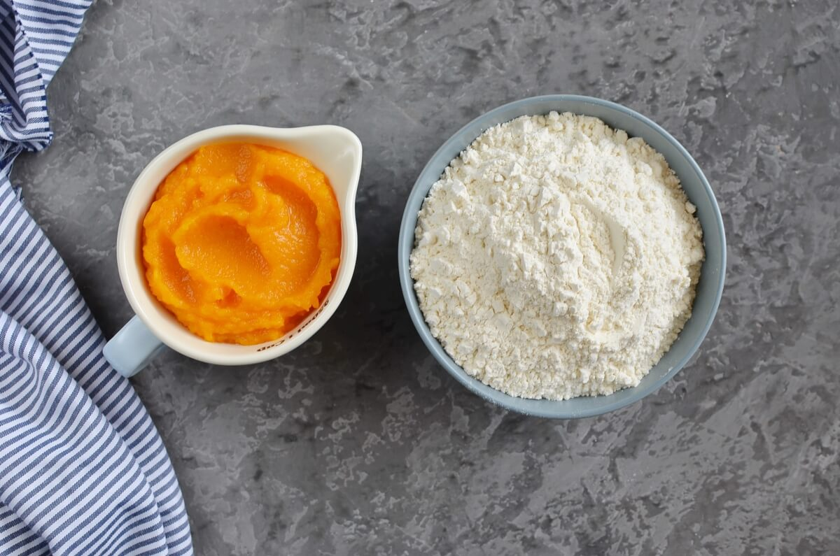 Ingridiens for Two Ingredient Fresh Pumpkin Pasta
