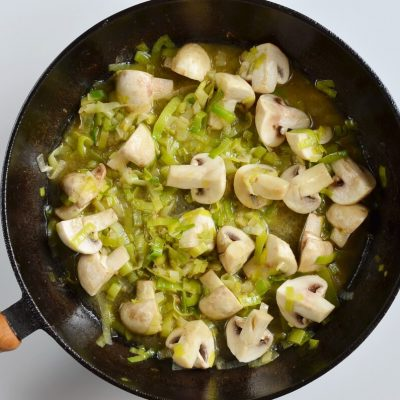 Braised Chicken Thighs with Mushrooms and Leeks recipe - step 7