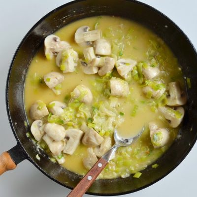 Braised Chicken Thighs with Mushrooms and Leeks recipe - step 8