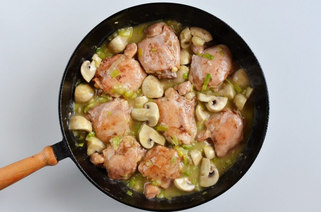 Braised Chicken Thighs with Mushrooms and Leeks recipe - step 9
