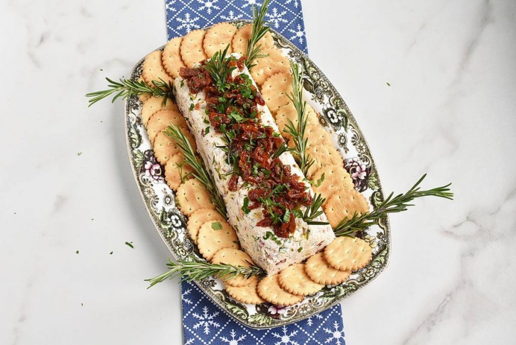 How to serve Christmas Appetisers – Italian Cheese Log