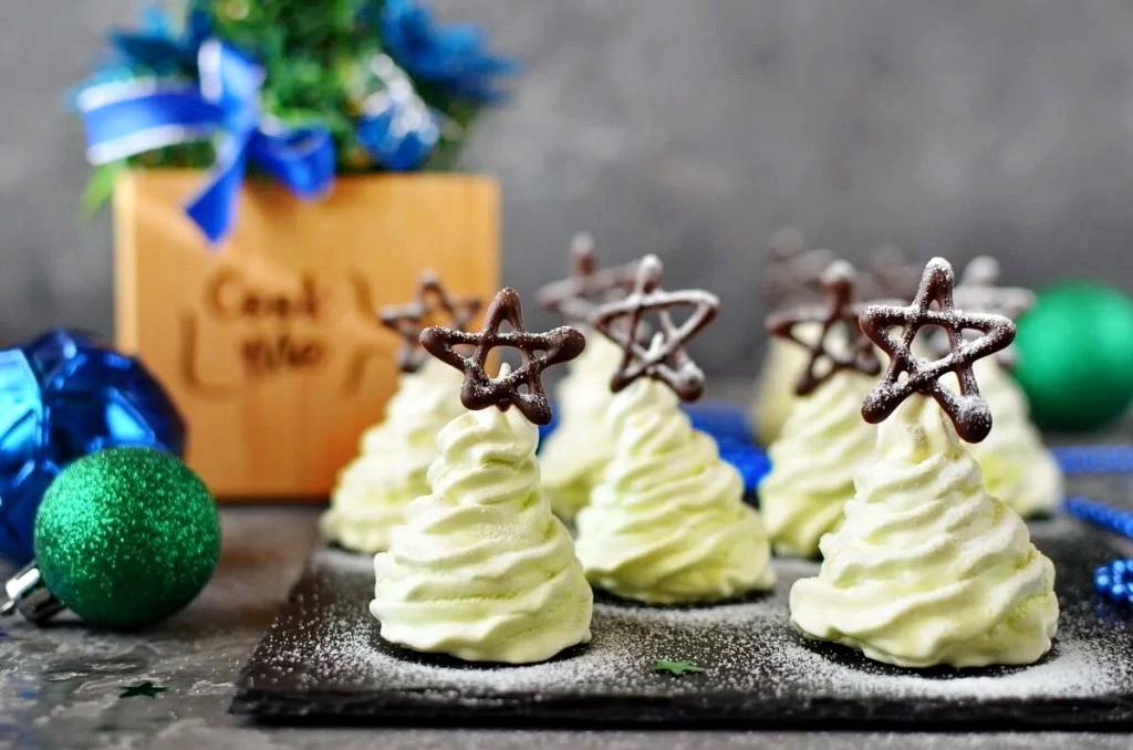 How to serve Christmas Tree Meringue Cookies