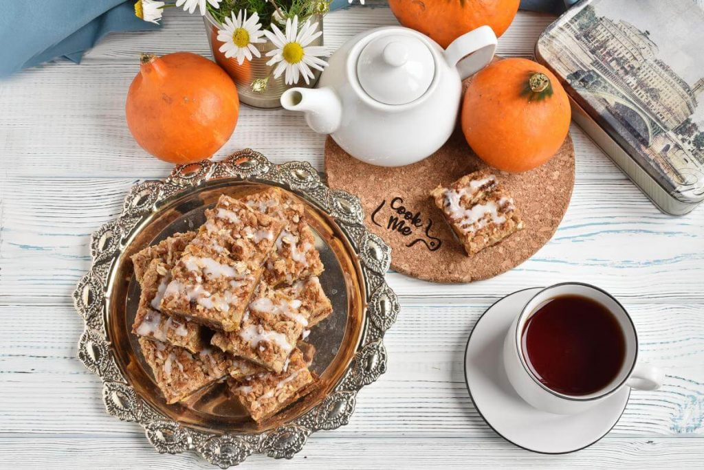 How to serve Pumpkin Streusel Bars