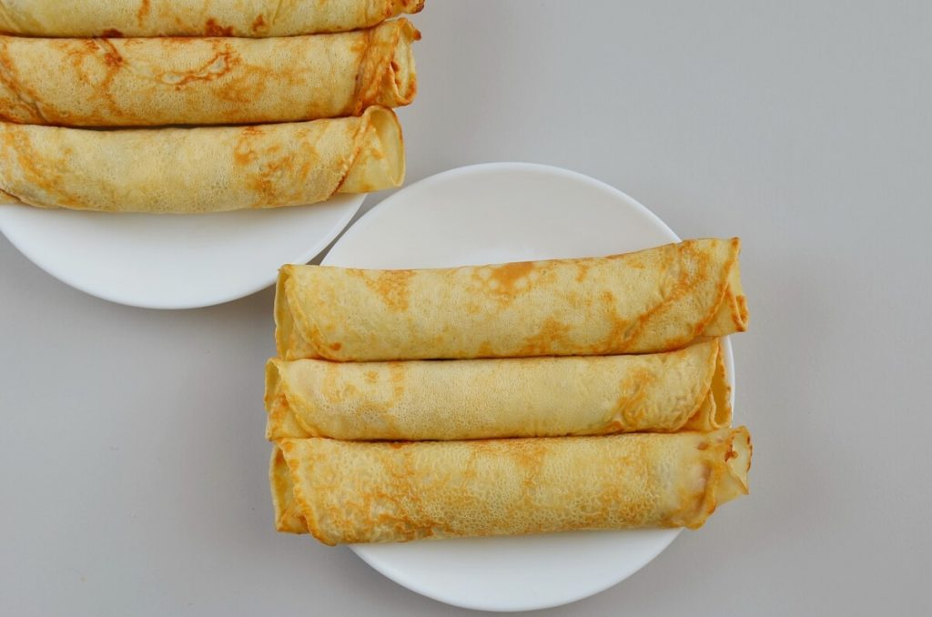 How to serve Traditional British Shrove Tuesday Pancakes