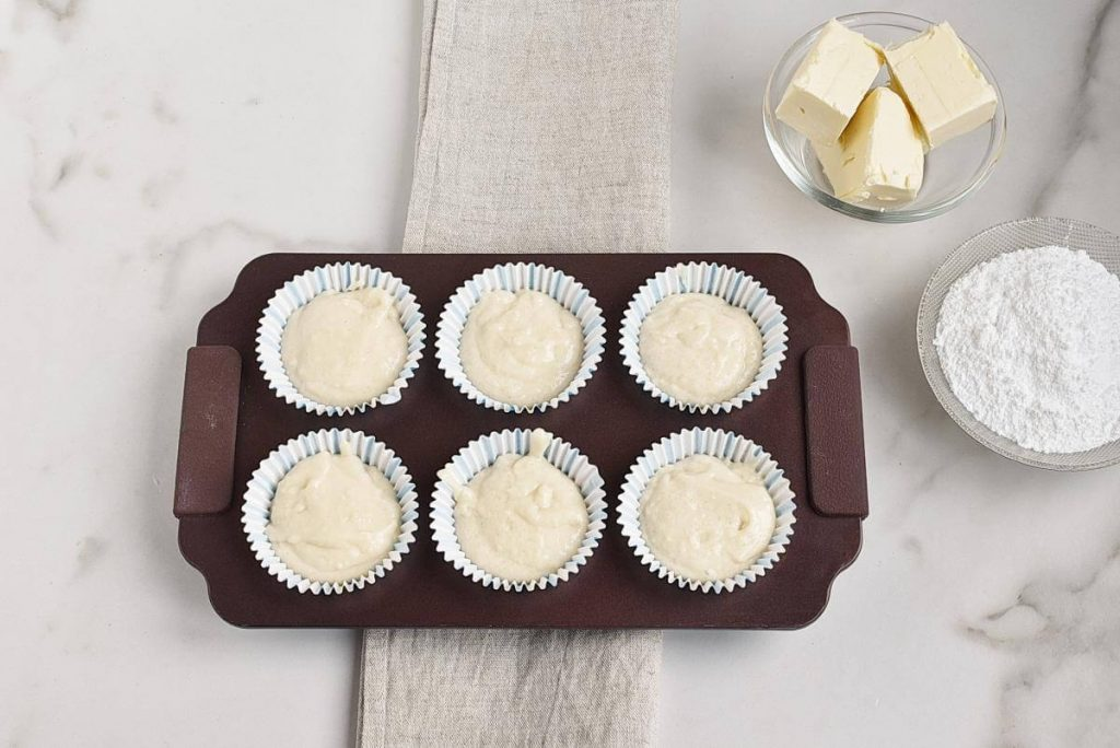 Easy Champagne Cupcakes recipe - step 3
