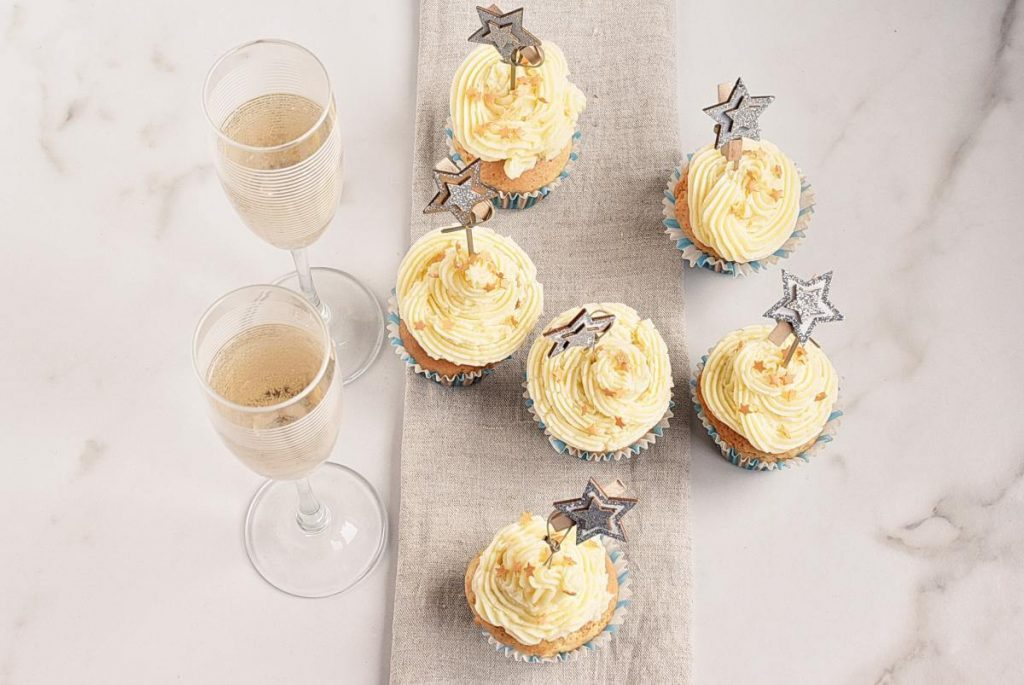 How to serve Easy Champagne Cupcakes