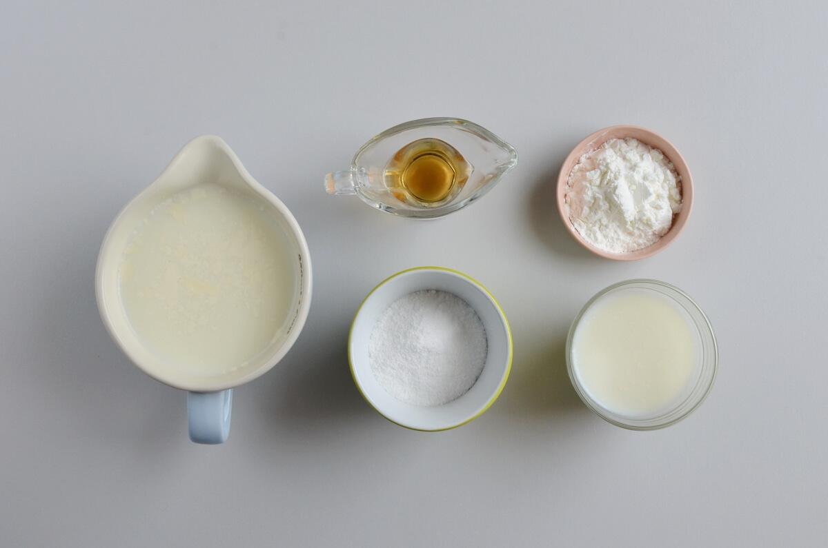 Ingridiens for Homemade Eggless Vanilla Custard