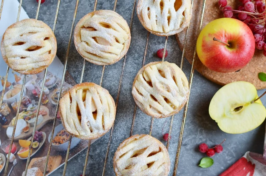 How to serve Mini Apple Pies