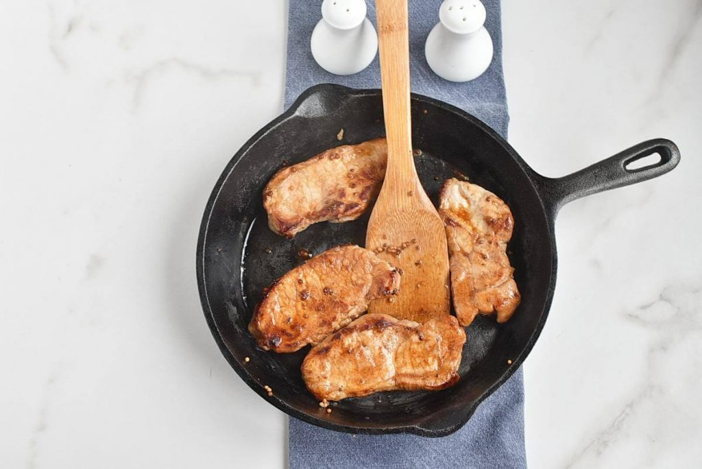Pork Chops with Sautéed Apples and Caramelized Onions recipe - step 6