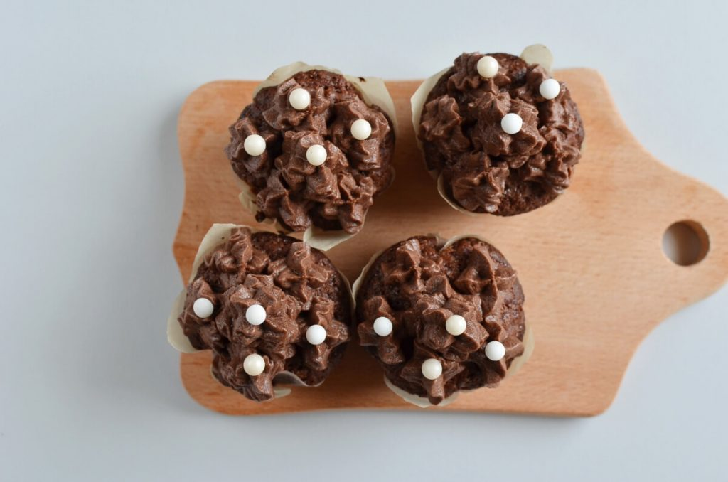 Small Batch Chocolate Cupcakes for Two recipe - step 9
