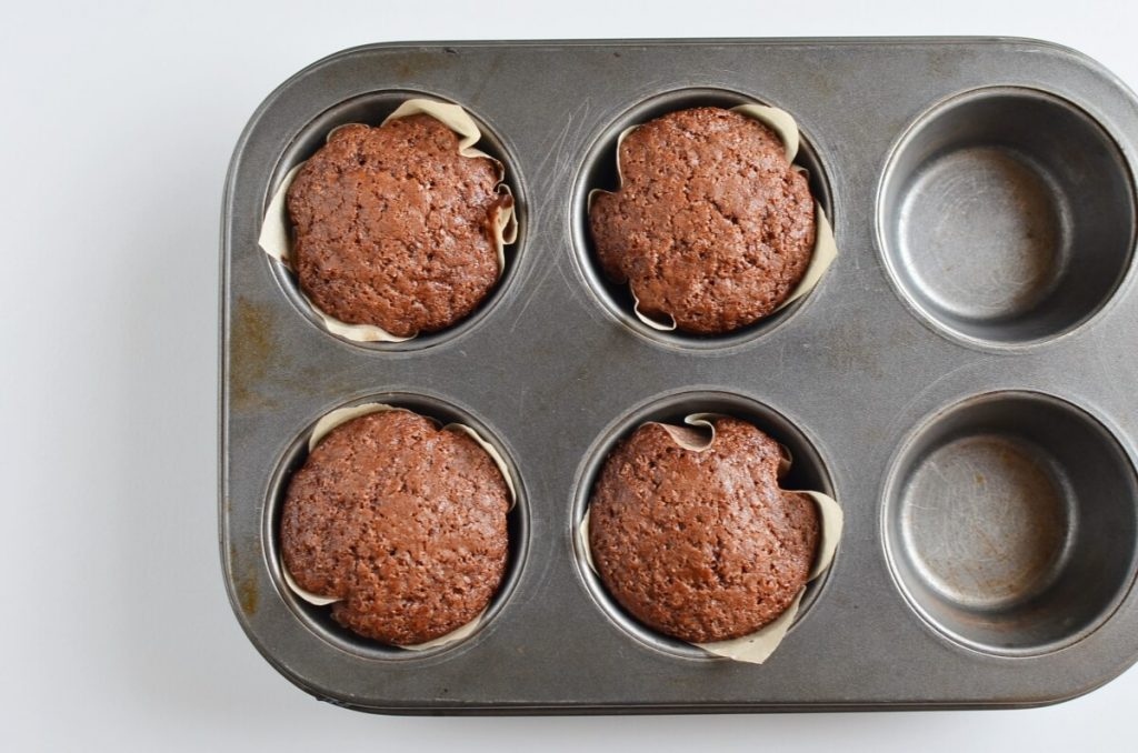 Small Batch Chocolate Cupcakes for Two recipe - step 6