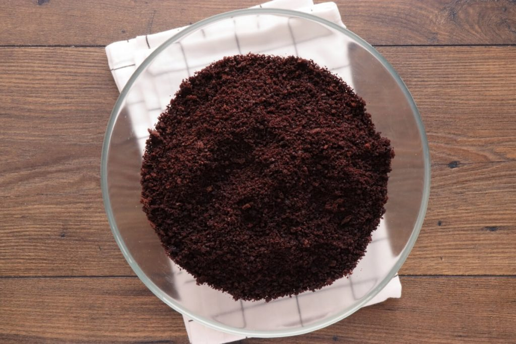 Chocolate Hazelnut Cake Balls recipe - step 1
